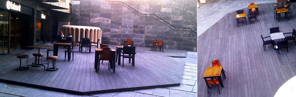 Terraza de restaurante con tarima sintética en una zona del pavimento